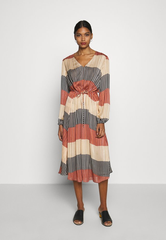 BOARD MIDI DRESS - Korte jurk - apricot brandy