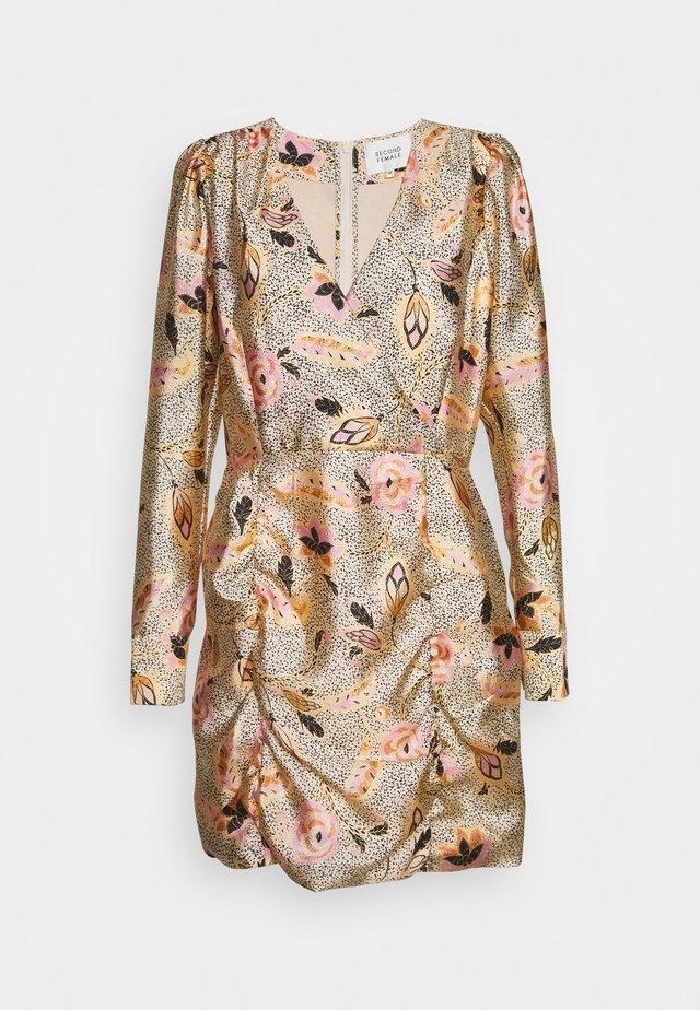 ESKE MINI DRESS - Fodralklänning - marzipan