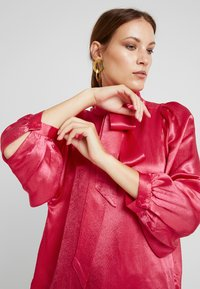 Second Female - MOONLIGHT BLOUSE - Blouse - rose red - 4