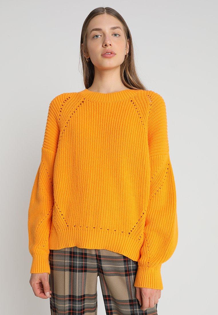 Second Female - NYNNE O NECK - Jumper - blazing orange
