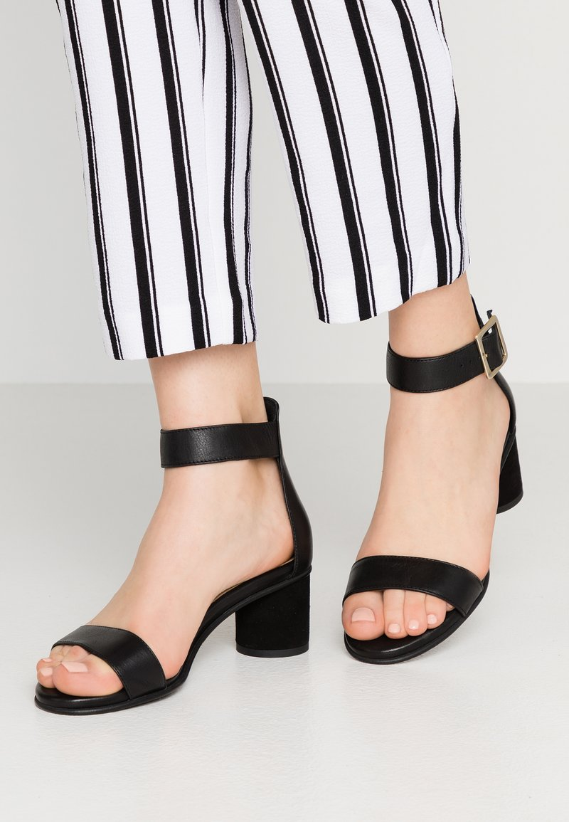 Selected Femme - SLFMERLE ROUND  - Sandals - black