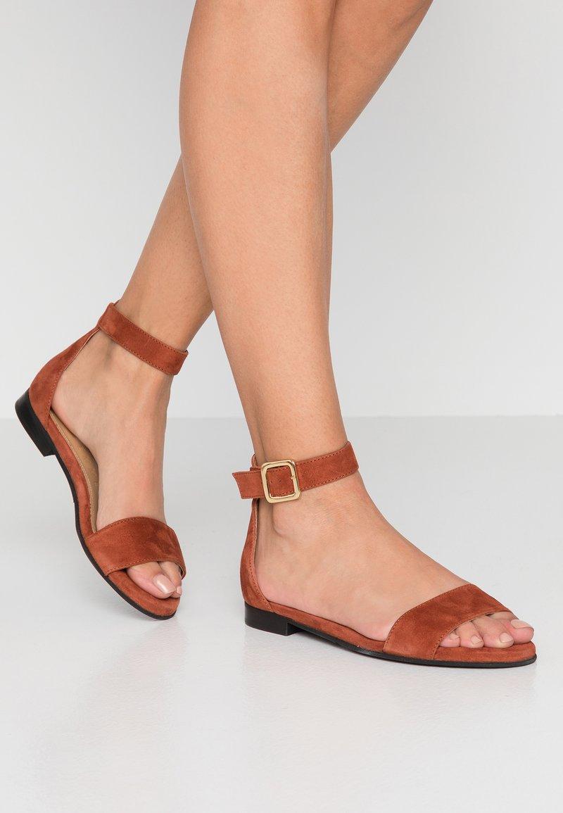 Selected Femme - SLFMERLE FLAT - Sandals - picante
