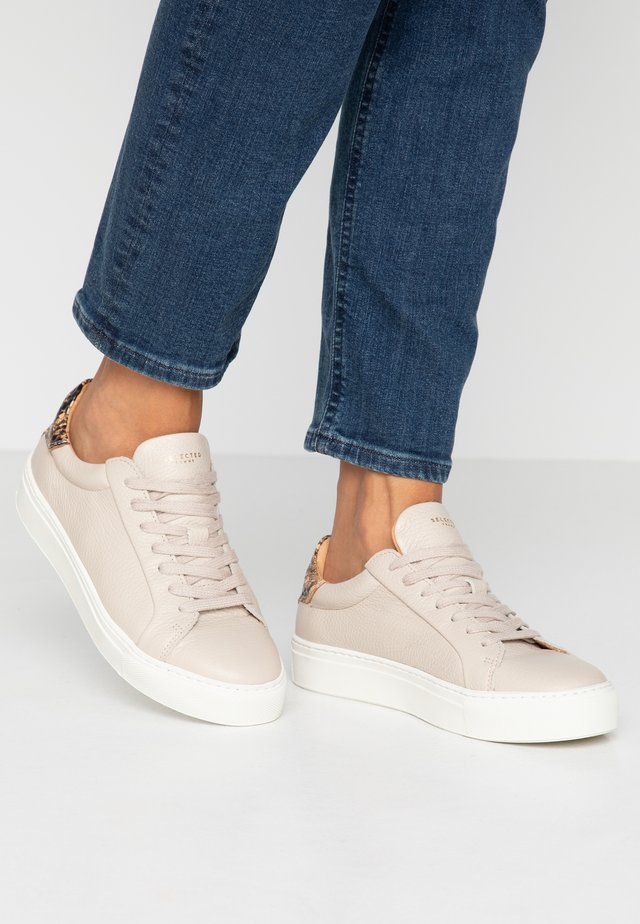 SLFDONNA CONTRAST TRAINER  - Trainers - sandshell