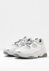 Selected Femme - SLFGAVINA TRAINER - Sneakers laag - silver - 4