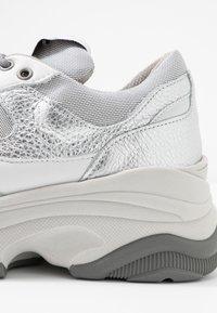 Selected Femme - SLFGAVINA TRAINER - Sneakers laag - silver - 2