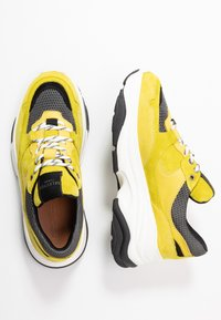 Selected Femme - SLFGAVINA TRAINER - Sneakers laag - safety yellow - 3