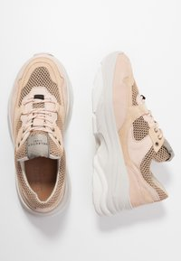 Selected Femme - SLFGAVINA TRAINER - Sneakers laag - nude - 3