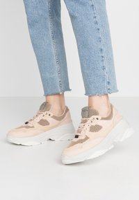 Selected Femme - SLFGAVINA TRAINER - Sneakers laag - nude - 0