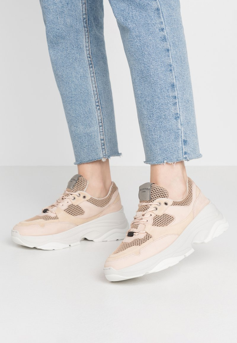 Selected Femme - SLFGAVINA TRAINER - Sneakers laag - nude