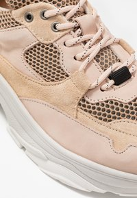 Selected Femme - SLFGAVINA TRAINER - Sneakers laag - nude - 2