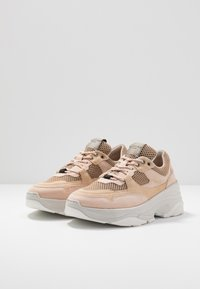 Selected Femme - SLFGAVINA TRAINER - Sneakers laag - nude - 4