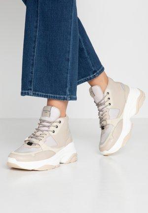 SLFGAVINA HIGHTOP TRAINER - Sneakers hoog - sandshell