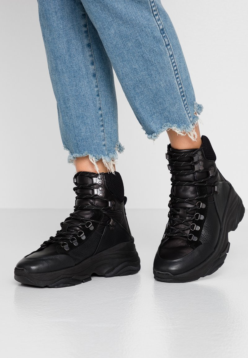 Selected Femme - SLFNICKOLINE LACEUP TRAINER   - High-top trainers - black
