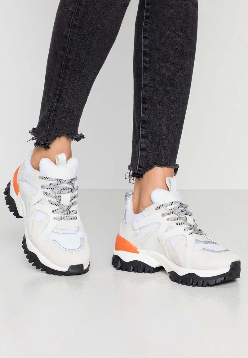 Selected Femme - SLFAMY TRAIL TRAINER - Joggesko - white