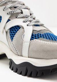 Selected Femme - SLFAMY TRAINER - Sneakers laag - baleine blue - 2