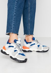 Selected Femme - SLFAMY TRAINER - Sneakers laag - baleine blue - 0