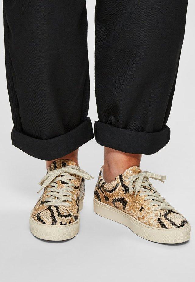 SLFDONNA NEW TRAINER  - Sneakers laag - sandshell