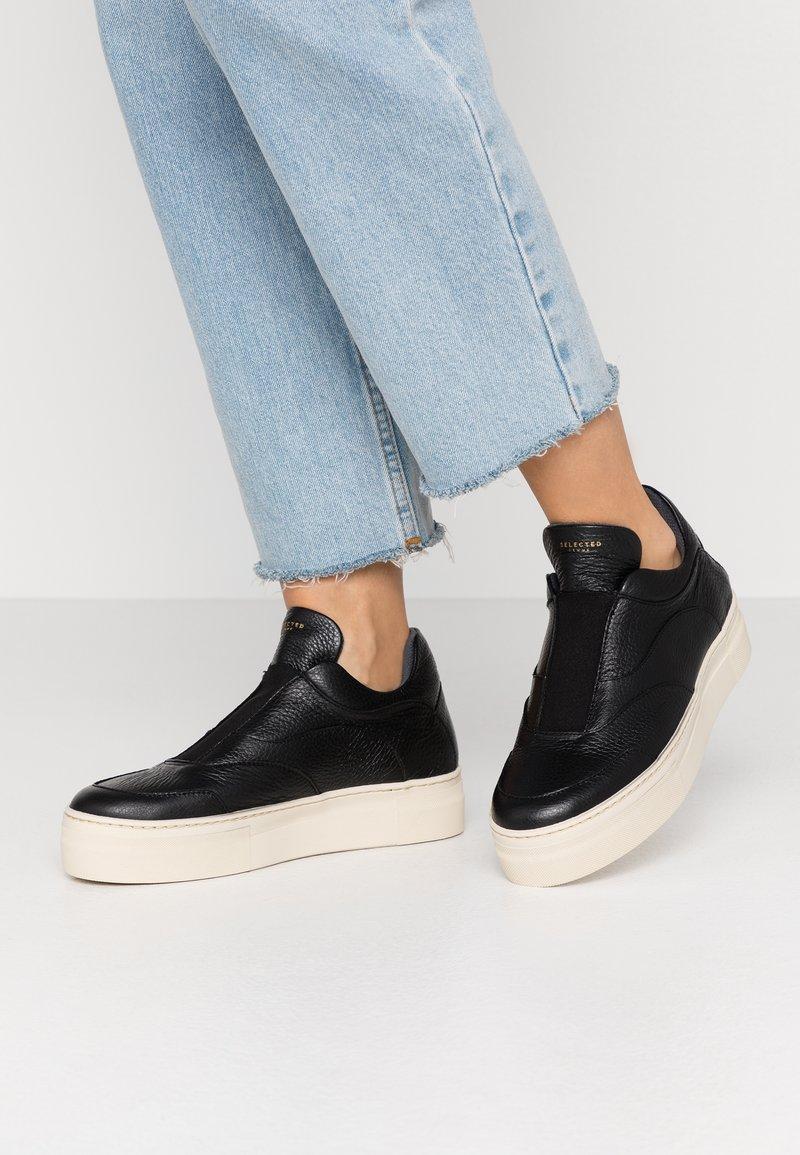 Selected Femme - SLFANNA NEW  - Slippers - black