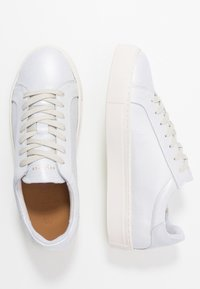 Selected Femme - SLFDONNA NEW METALLIC TRAINER - Sneakers laag - white - 3