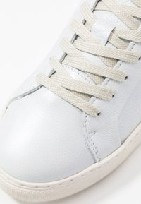 Selected Femme - SLFDONNA NEW METALLIC TRAINER - Sneakers laag - white - 2