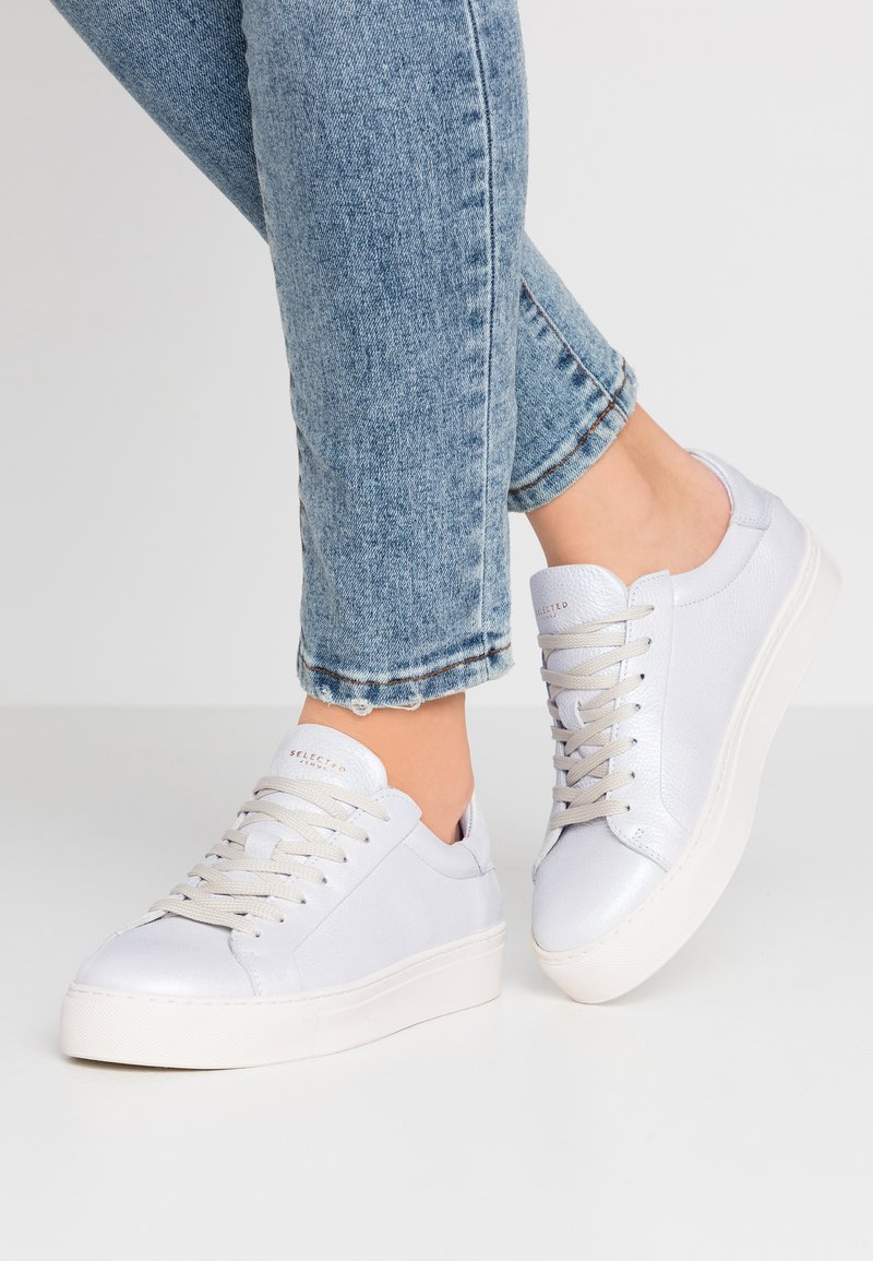 Selected Femme - SLFDONNA NEW METALLIC TRAINER - Sneakers laag - white