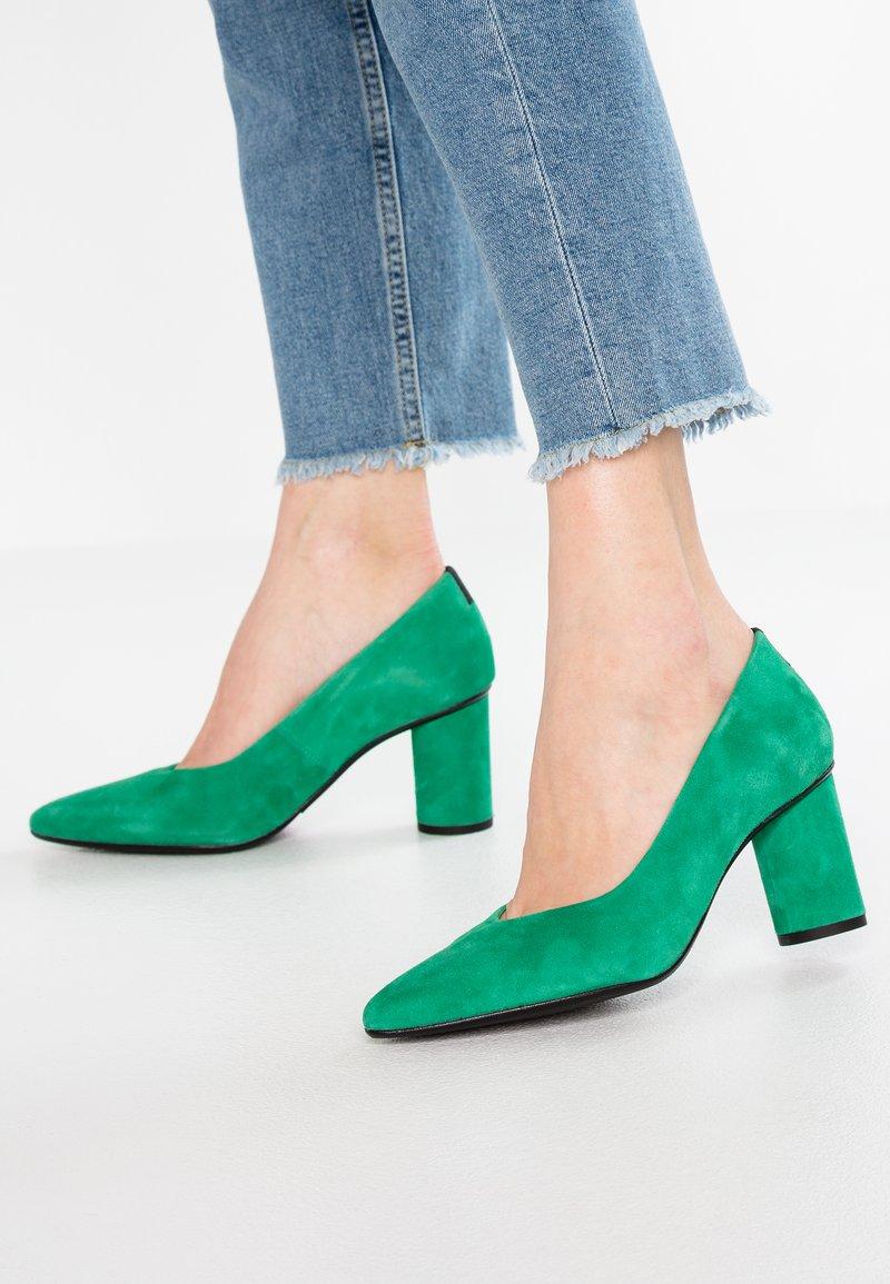 Selected Femme - SLFALEX ROUND - Pumps - gumdrop green