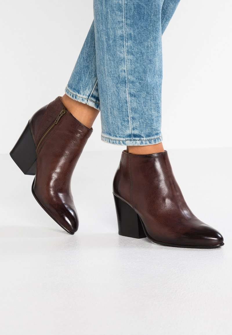 Selected Femme - SLFAMBER ZIP - Ankle boots - decadent chocolate