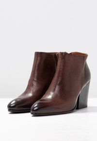 Selected Femme - SLFAMBER ZIP - Ankle boots - decadent chocolate - 4