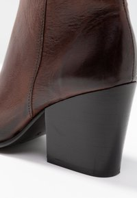 Selected Femme - SLFAMBER ZIP - Ankle boots - decadent chocolate - 2