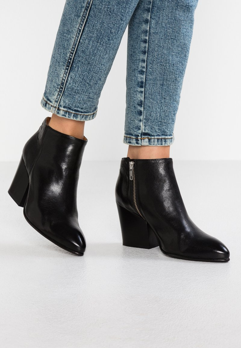 Selected Femme - SLFAMBER ZIP - Ankle boots - black
