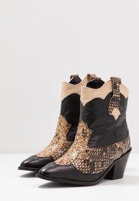Selected Femme - SLFANNIE MIX BOOT - Cowboy-/Bikerlaarsjes - black - 4