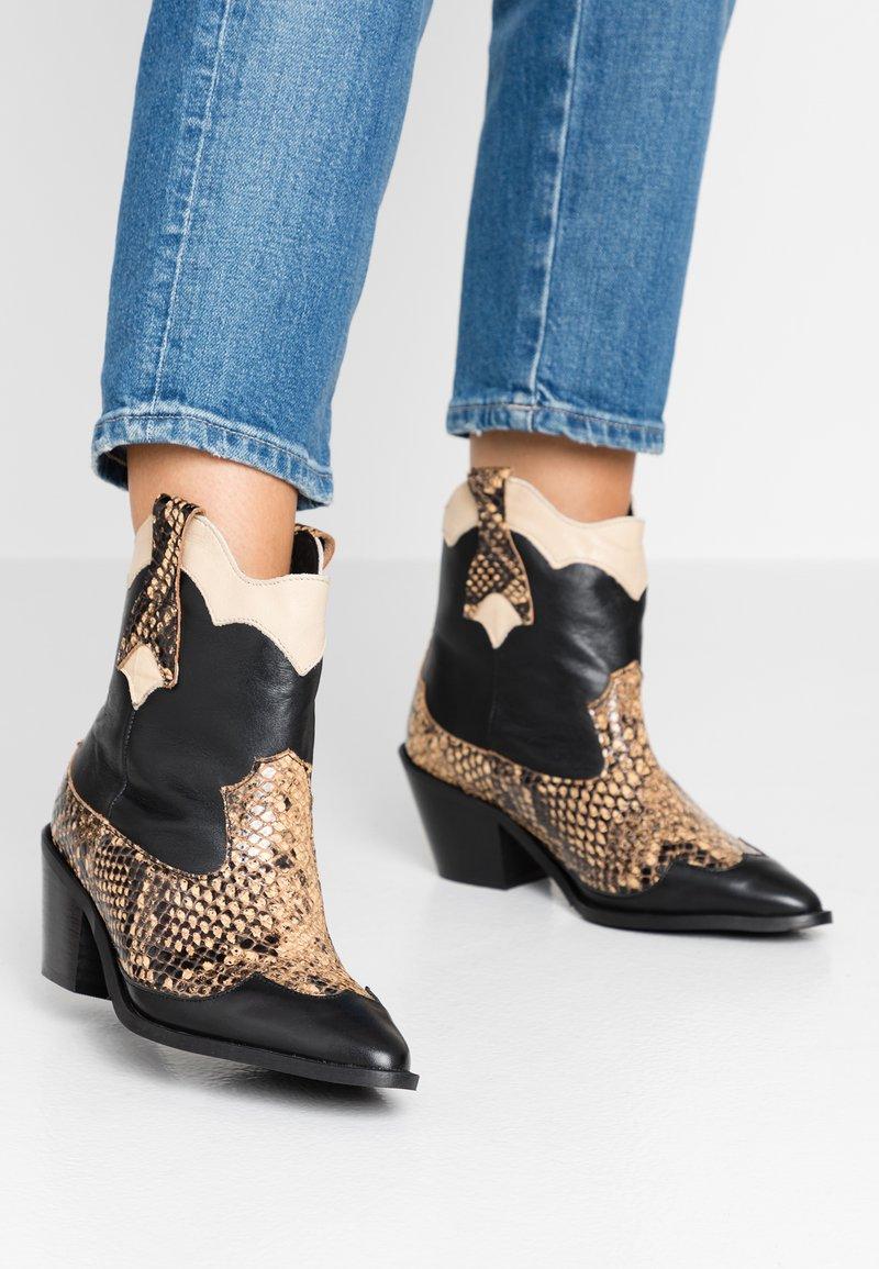 Selected Femme - SLFANNIE MIX BOOT - Cowboy/biker ankle boot - black