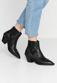 Selected Femme - SLFSWEETS  - Korte laarzen - black - 0