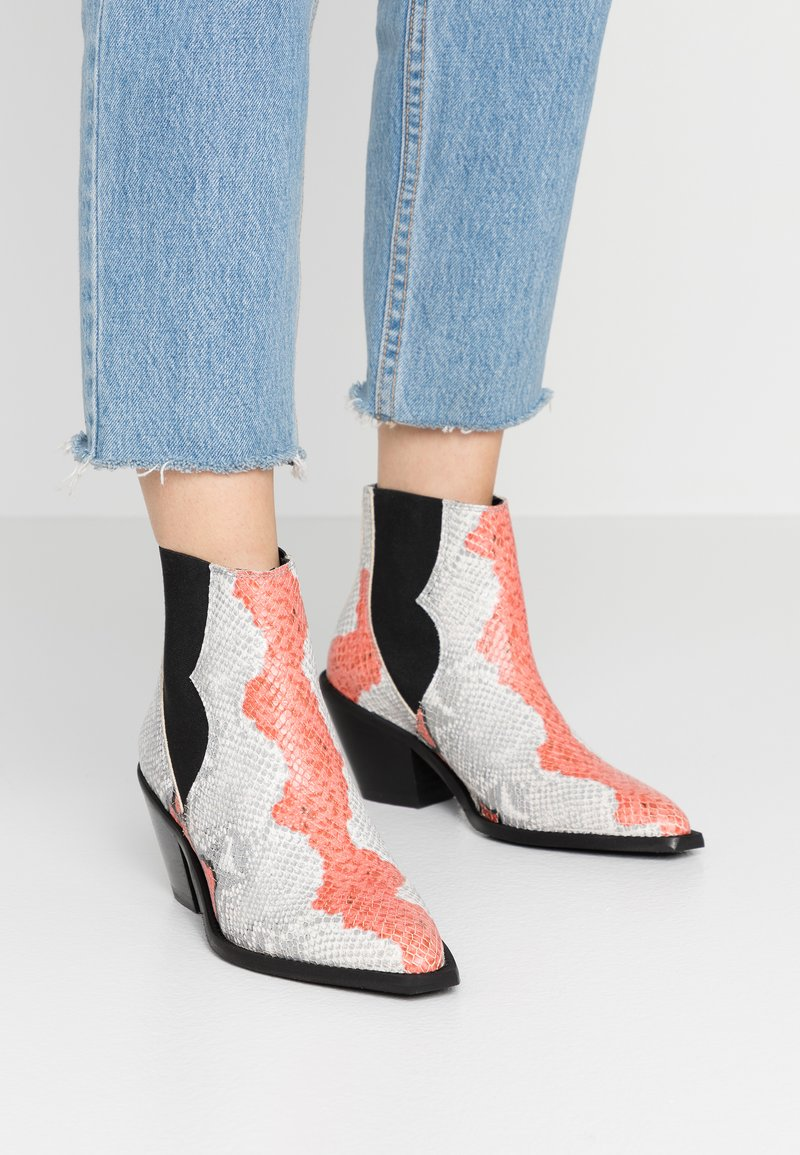 Selected Femme - SLFSWEETS CLEAN - Ankle boots - cranberry