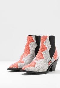 Selected Femme - SLFSWEETS CLEAN - Ankle boots - cranberry - 4
