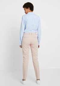 Selected Femme - SLFMEGAN - Chino kalhoty - adobe rose - 2