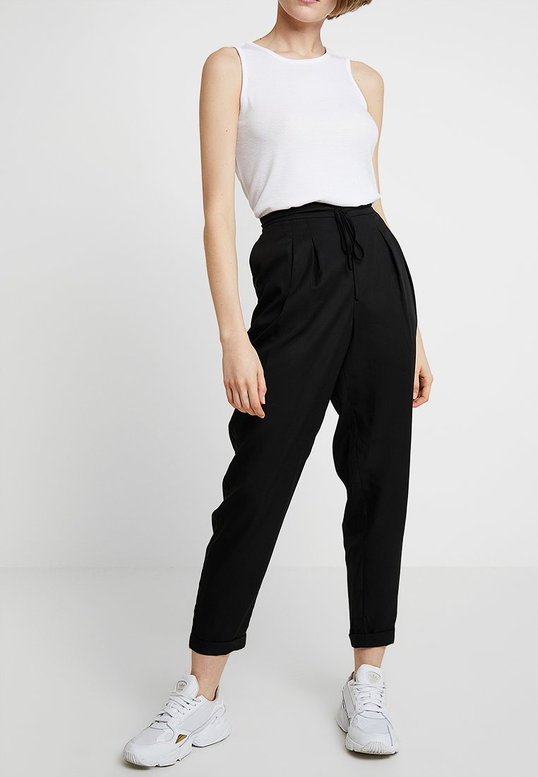 Selected Femme - SLFPORTA ANKLE PANT - Trousers - black