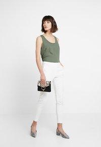 Selected Femme - SLFMUSI CROPPED PANT - Kalhoty - snow white - 1