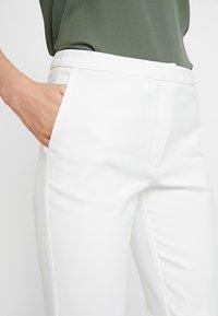 Selected Femme - SLFMUSI CROPPED PANT - Kalhoty - snow white - 5