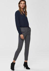 Selected Femme - MID WAIST - Bukse - medium grey melange - 3