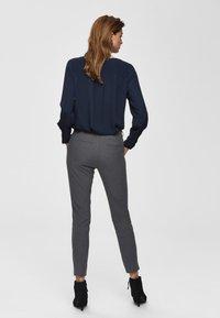 Selected Femme - MID WAIST - Bukse - medium grey melange - 2