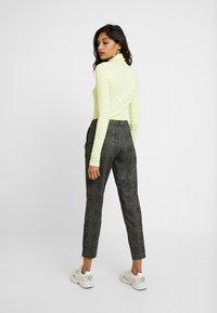Selected Femme - SLFMUSI CROPPED PANT - Kalhoty - black/melange - 3