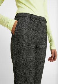 Selected Femme - SLFMUSI CROPPED PANT - Kalhoty - black/melange - 5