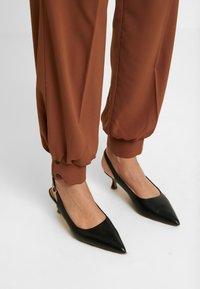 Selected Femme - Pantaloni - chipmunk - 4