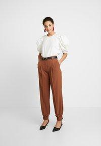 Selected Femme - Pantaloni - chipmunk - 2