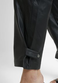 Selected Femme - SLFREJA PANT - Kožené kalhoty - black - 5