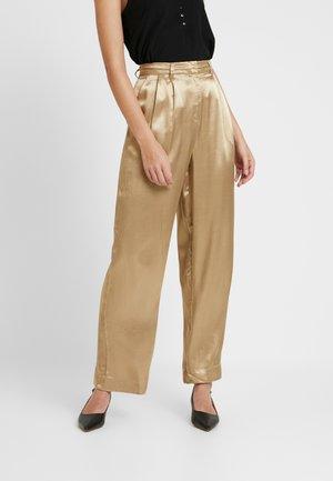 SLFDAKOTA WIDE PANT - Pantalon classique - gold