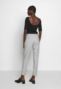 Selected Femme - SLFLUNA PANT - Broek - light grey melange - 2
