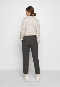 Selected Femme - SLFRIA CROPPED PANT CHECK - Kalhoty - maritime blue - 2