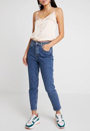 SLFFREJA MOM HAYES BLUE JEANS - Jeans Tapered Fit - medium blue denim